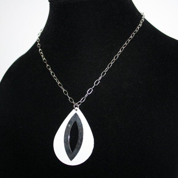 Beautiful silver and white necklace 16-18""